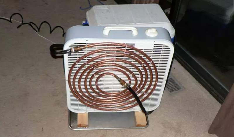 Изготовив кондиционер из старого холодильника